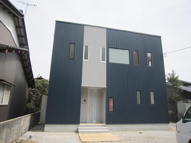 キューブ型のデザイン住宅